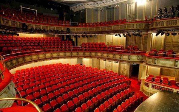 Το κράτος θα αγοράζει εισιτήρια σε θέατρα, κινηματογράφους και συναυλίες